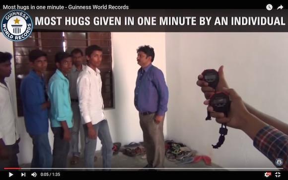 【衝撃動画】1分間で79人抱く男