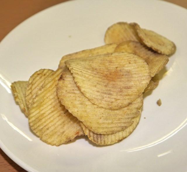 【激クサ】5/10ローソン限定発売の「ポテトチップス いかの塩辛味」が猛烈に臭すぎてヤバいッ! 密室で開けるのはマジでやめておけ!!