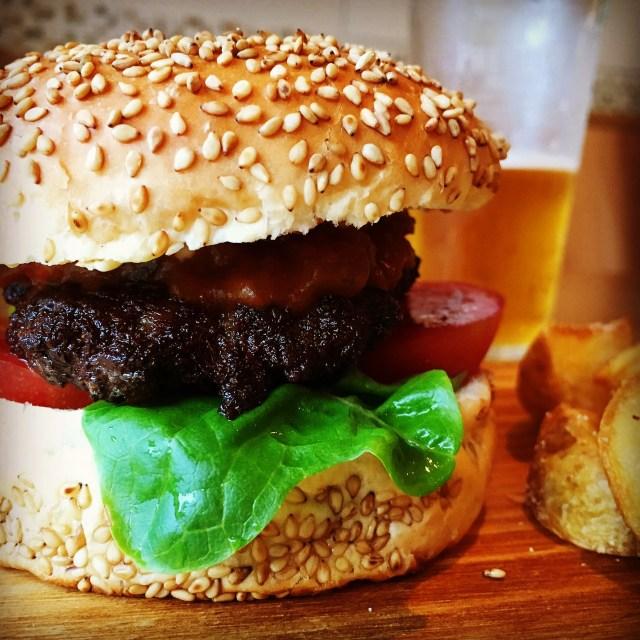 【ご当地バーガー】「たむけん」プロデュースの『奈良バーガー』誕生! 奈良漬けソースに大和牛と奈良づくしのバーガーやねん!!