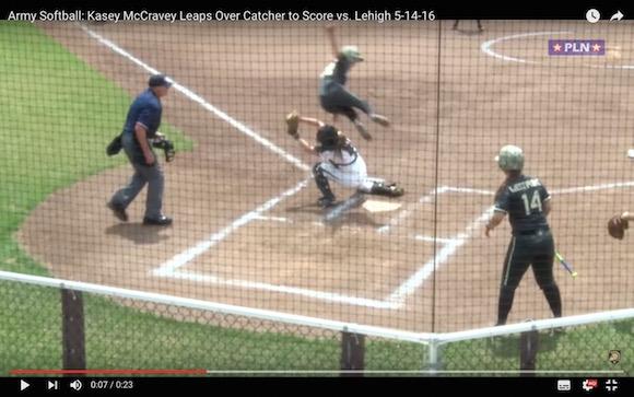 【まるで忍者】捕手を飛び越えてホームイン! 女子ソフトボールで本当にあった神走塁