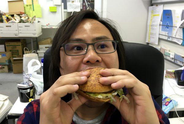 【最強メニュー】マクドナルドの逆襲! 人気の「ロコモコバーガー」が復活したので食べてみた結果!!