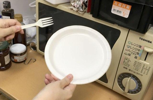 【とんち】スープをチンしたい → でも紙皿&プラスチックのフォークしかない → ネット民のとった解決方法が天才的!