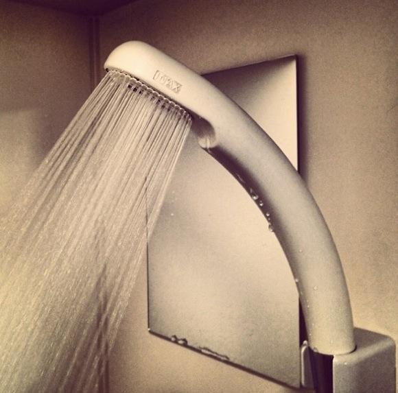 【マジか】シャワーでオシッコをした方がいいんだってよ!? その理由とは?