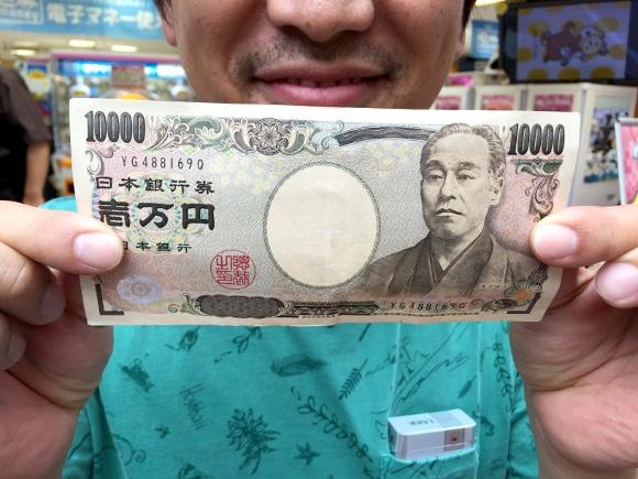 【ガチ検証】自称「UFOキャッチャー名人」は1万円でどれだけ景品をゲットできるのか?