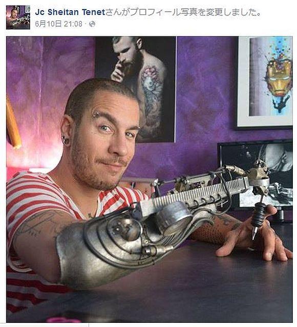 利き腕を失くした彫り師が特注アームでタトゥーを彫る姿がカッコ良すぎる! 思わず『鋼の錬金術師』を連想してしまうぞ!!