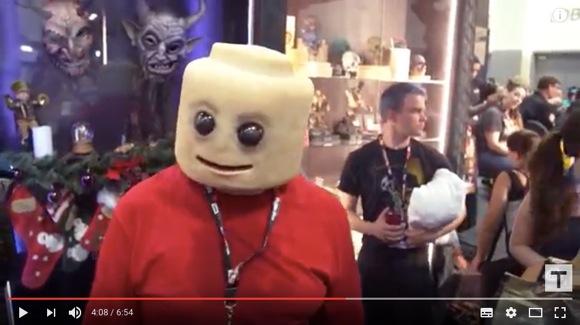 【戦慄レベル】レゴの超リアルコスプレがマジ恐怖! ネットの声「手がヤバい……」「誰も目を合わさない」