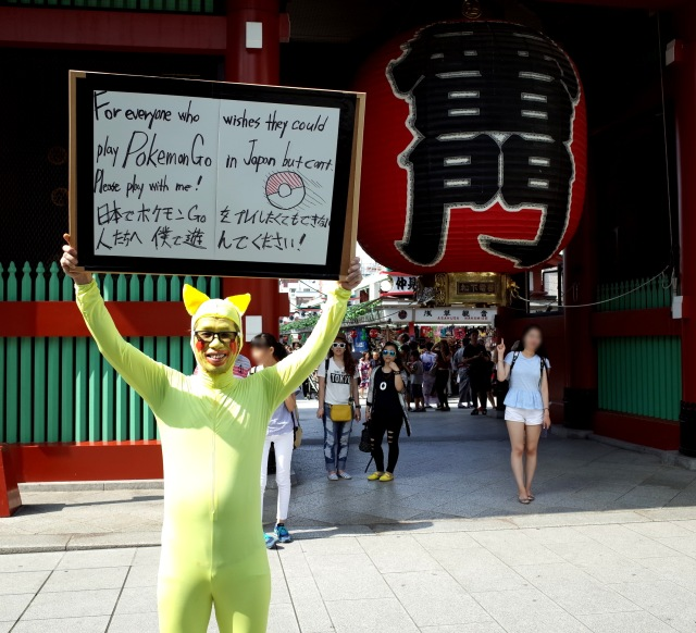 """【ポケモンGO】""""ピカチュウ"""" のコスプレで浅草に行ったら外国人観光客に人気爆発! 怒涛の記念撮影ラッシュでヘトヘトに疲れた件"""