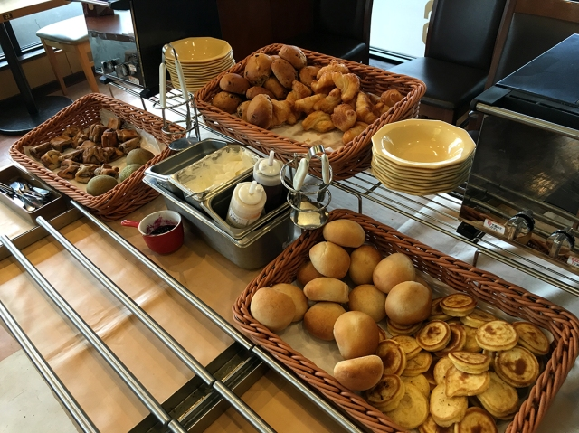 【コスパ良い贅沢】680円で食べ放題ドリンクバー付き! ファミリーレストラン「ココス」の朝食バイキングが半端ねェェェエエエ!!