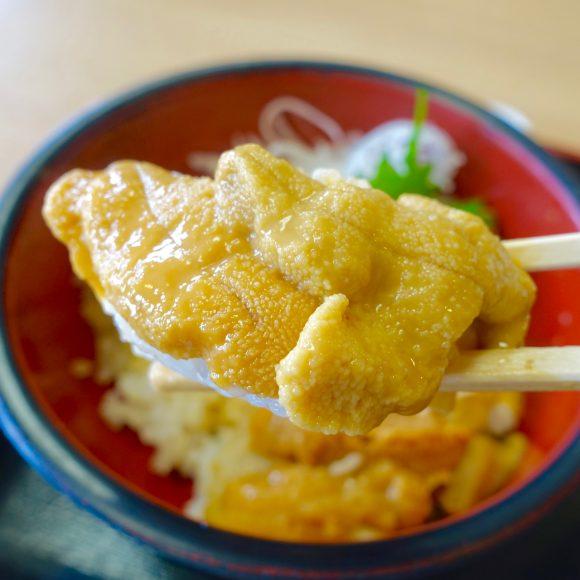 【北海道グルメ】漁師直営の「至高のウニ丼」は100人待ちでも絶対に食べるべき! 積丹町『みさき』