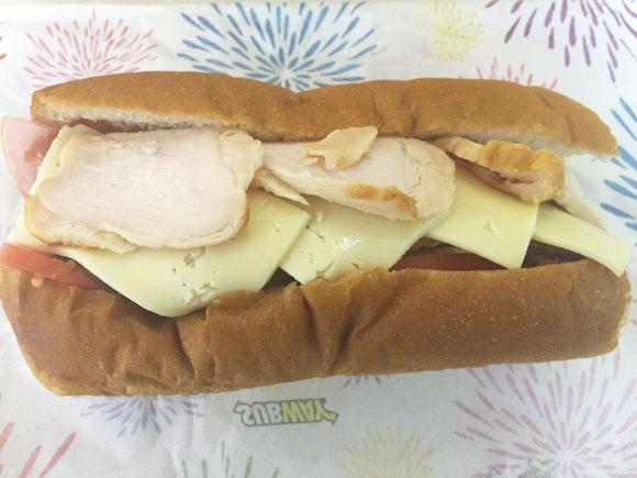 【球場メシ】ヤフオクドームのサブウェイで限定発売の「サファテ選手のスペシャル肉サンド」が圧倒的ボリューム! ひとつで満足するレベルでヤバかった