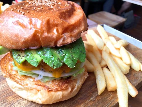 【最強ハンバーガー決定戦】第12回:新進気鋭の肉々系バーガー! 早くも行列覚悟の東京・蔵前「マクレーン」