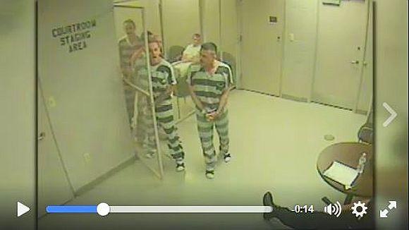 【実はイイ奴】心臓発作を起こした看守を助けるために囚人達が取った行動がカッコ良すぎる! 犯罪者からヒーローへ
