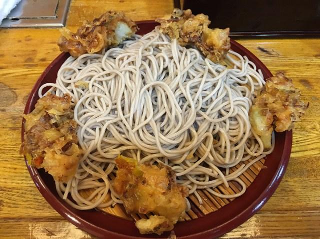 【立ちそば放浪記】キラめく麺とカリカリかき揚げにやみつき必至! 大都会・銀座の路地裏にひっそり佇むガチの名店『歌舞伎そば』