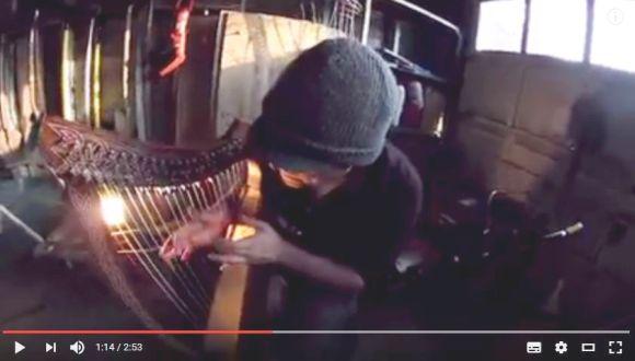 ハープで奏でるメタル「ハープ・メタル」がマジでキテる! 22弦ギターを縦弾きしてるんじゃないかってレベル