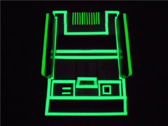 7月15日は「ファミコンの日」! ファミコン本体に蓄光テープを使って近未来感あふれる一品にしてみた!!