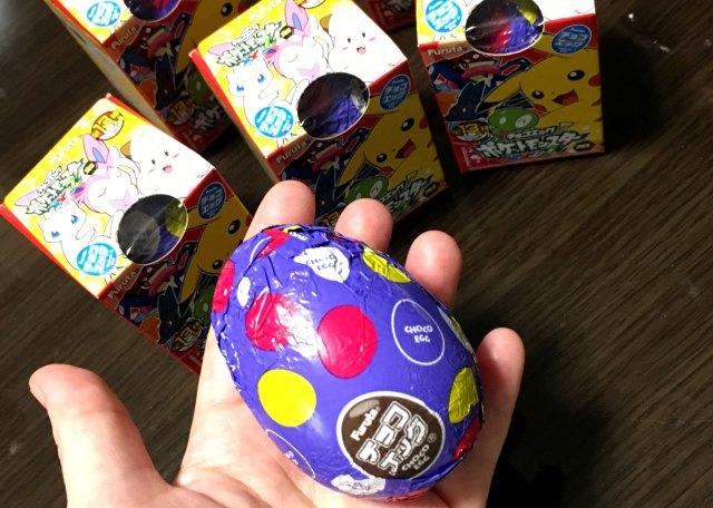 """【ポケモン】歩かなくても """"孵化"""" するタマゴ! 『ポケモン・チョコエッグ』がこっそり新しくなってるぞーッ / NEWバージョンのシークレットはコレだ!!"""