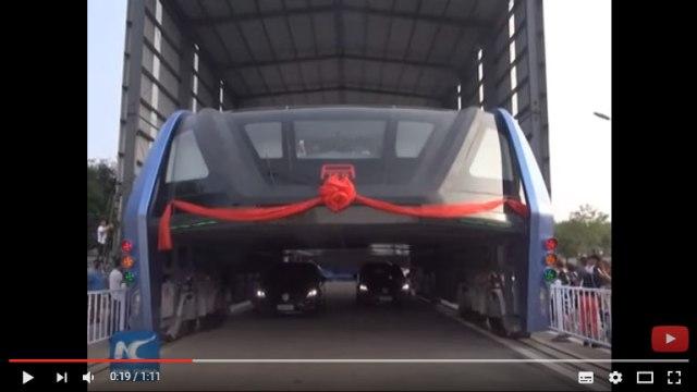 【動画あり】中国であの「1200人乗りバス」がお披露目! 仕事早すぎてビビるレベルで試験運行はじまる