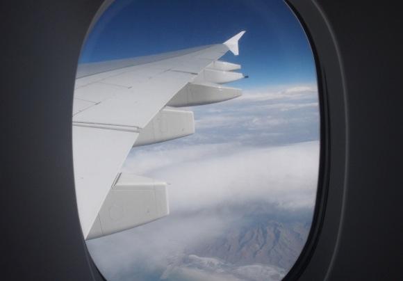 フライトアテンダントが喧嘩して飛行機の離陸が遅れる
