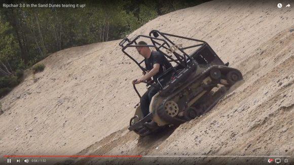 【動画あり】映画『マッドマックス』の車両製作メーカーが開発した「パワフルな車椅子」が最強すぎる!