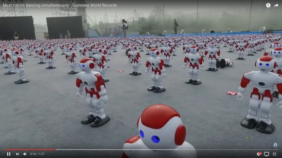 【これぞ中国】数がパネエ! ギネス記録『同時に踊ったロボットの数』が更新される / 圧巻の1007体!