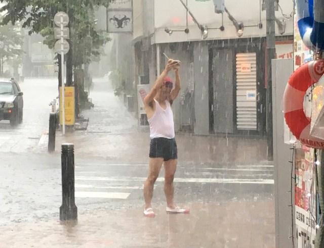 【あるある】大型台風が直撃した日の社畜にありがちなこと30連発