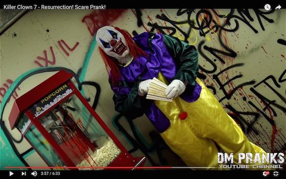 【閲覧注意】世界中を震え上がらせた「狂気の殺人ピエロ」が再び! 次々と人を襲う動画が怖すぎる