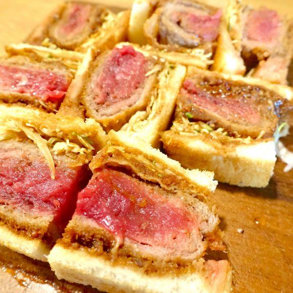【赤肉】1日5食限定『北海道産 牛カツサンド』がしっとり柔らかくて美味すぎる! 札幌「 ザ・ミートショップ」