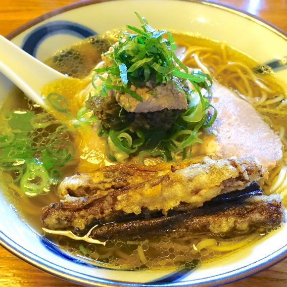 【北海道ラーメン探訪】「レバーペースト&ごぼうの天ぷら」が絶品! 札幌ラーメンの常識を覆す名店『雨は、やさしく』