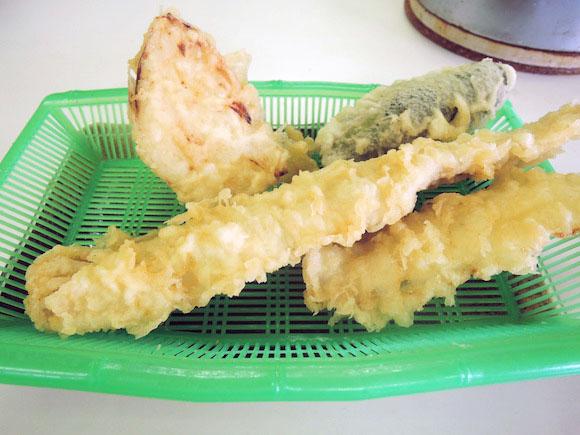 22センチ超の大エビ天ぷらが揚げたてで出てくる! 福岡の老舗『だるまの天ぷら定食』はコスパ良い贅沢ができる店