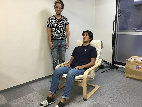 【実験】会社の上司が壊した「IKEAの椅子」を二度と壊れないように直してみた → もう一度上司に座ってもらった