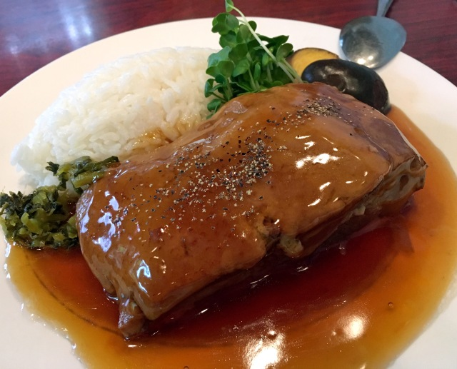 【グルメ】圧巻の肉塊! 東京・巣鴨「台湾」の角煮定食は食い応えバツグン!! スタミナつけるのにもってこいだ