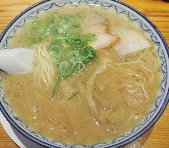 福岡県を訪れたら『元祖赤のれん 節ちゃんラーメン』は絶対に食べるべき! マジでほっぺたが落ちる一杯は他にないヤミツキ必至のウマさ炸裂