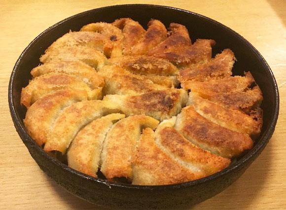 無限に食べられるほどウマい「餃子」は博多にあり! 行列ができる『鉄なべ』は人生で一度は味わうべき有名店