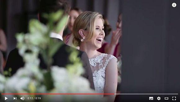 結婚式で起きた珍事に大爆笑! 主役の座を奪われた花嫁もツボにハマって誓いを立てるのに四苦八苦しちゃった件