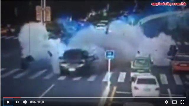 【中国】発車3秒で即ボカン / 中国で走行中のクルマが爆発