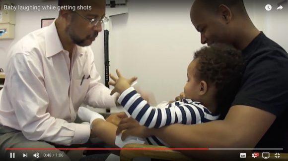 【神技動画】子供に注射を打ちながら笑わせる小児科医の神ワザがスゴイ!! 「1、2、3、ポンッ!」