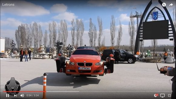 【動画】完全にトランスフォーマー! 本当に走れる「ロボットに変形するBMW」が爆誕!!