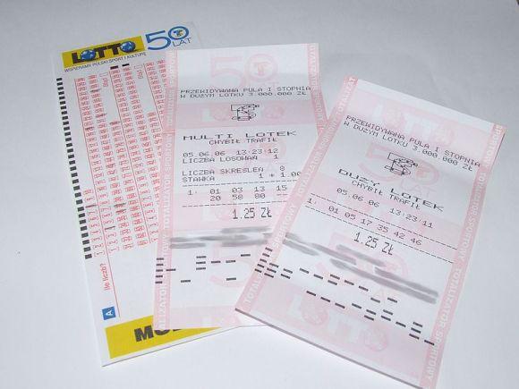 宝くじ売り場で割り込みされた男性が7300万円のくじに当選! 「因果は巡る」との教えを痛感しちゃう件