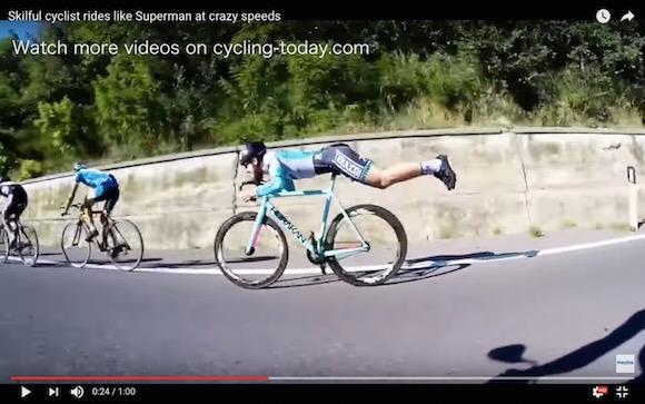 【衝撃動画】ロードバイクで「仮面ライダー乗り」をするとヤバいことになる