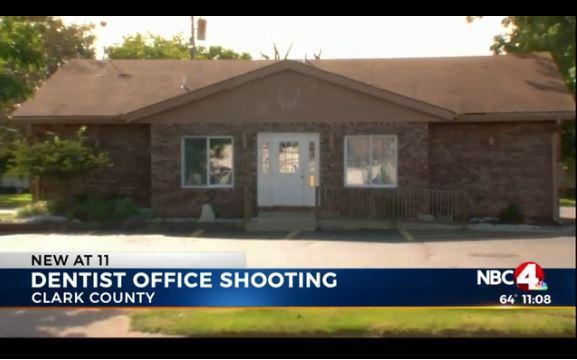 【アメリカ怖い】カバンから携帯電話を取り出したつもりが拳銃だった → そのまま間違えて自分を撃っちゃった男