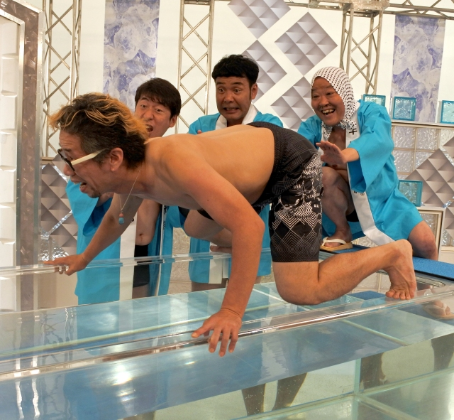 【突撃取材】ダチョウ倶楽部に教わった風呂の入り方を実践してみた! カギは「人の力」