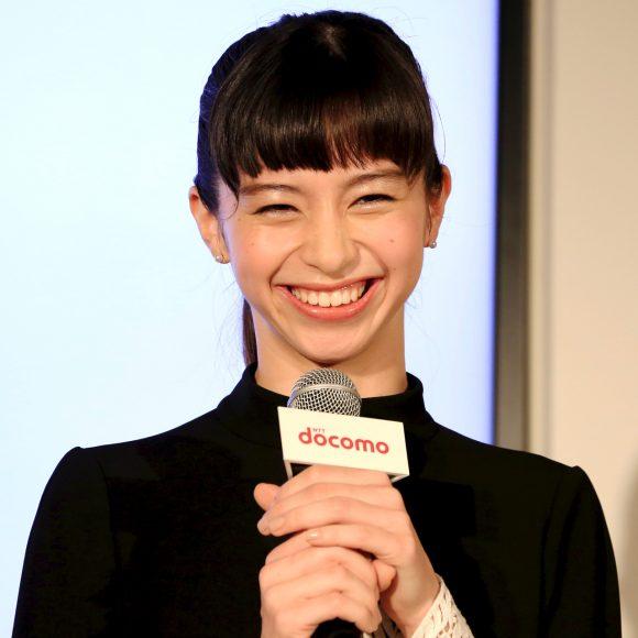 【iPhone7発売記念イベント】中条あやみさん画像集 / 壇上でひときわ輝くキュートな笑顔