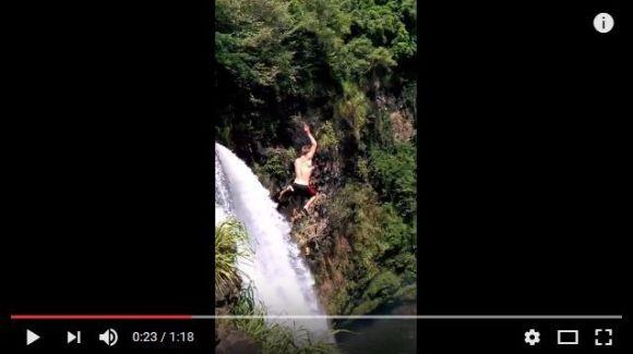 ハワイで「53メートルもある高~い崖」から滝に飛び込んだ青年が危機一髪! 水面に打ち付けられて失神しちゃう動画がマジ怖い!!