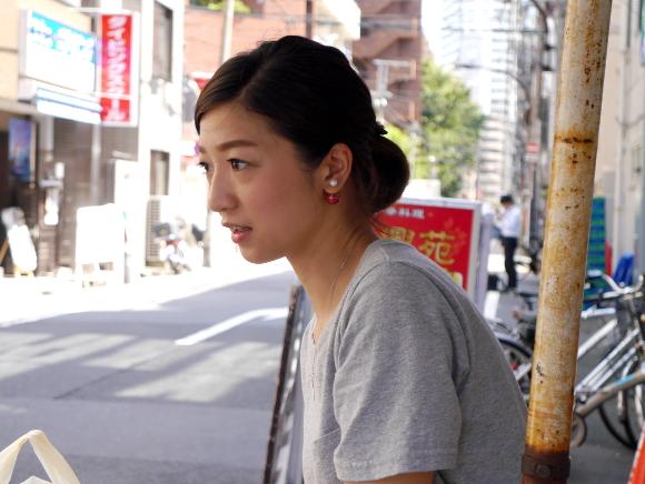 【女神】新宿で「美人すぎる弁当売り」を発見 → 400円弁当も激ウマで土日も出勤したくなるレベル!