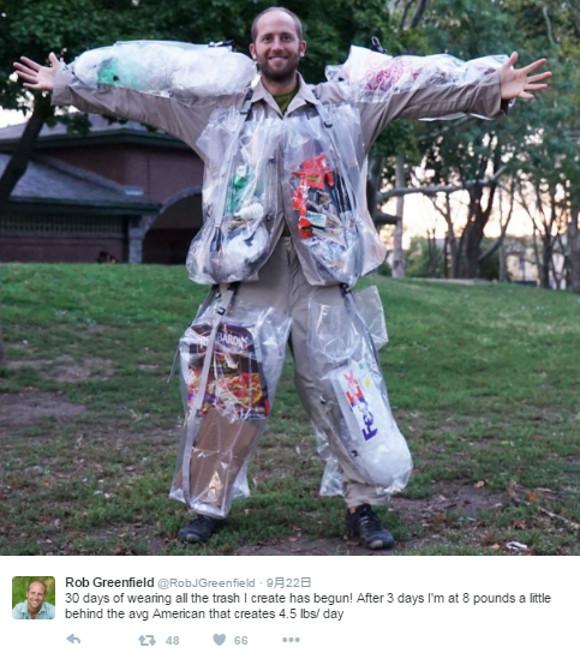 ゴミを一切捨てずに「身につけていく」と1カ月後どうなるのか? 男性が挑戦したら開始3日で全身ゴミまみれに