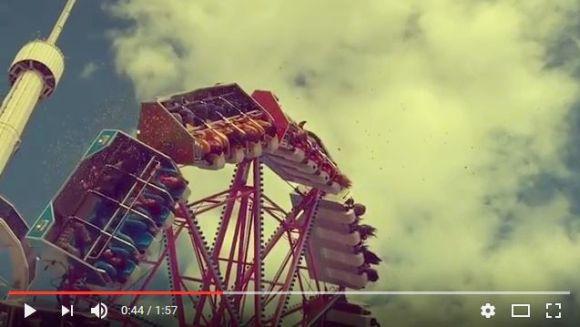 ウギャー! 遊園地で空からゲロの雨が降ってきた!! その決定的瞬間を収めたゲロリスト動画が再生回数38万回超え