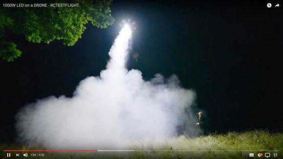 【動画】1000WのLEDライトをドローンに搭載した結果 → 息をのむほど幻想的で美しい光景が!