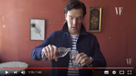 水を使ったトリックが絶妙! 実はベネディクト・カンバーバッチは手品も得意だったっていう動画
