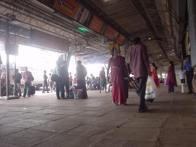 インドの駅が無料Wi-Fi化! → 市民が駅につめかけ「大人の動画」につなぎまくる事態が発生!!