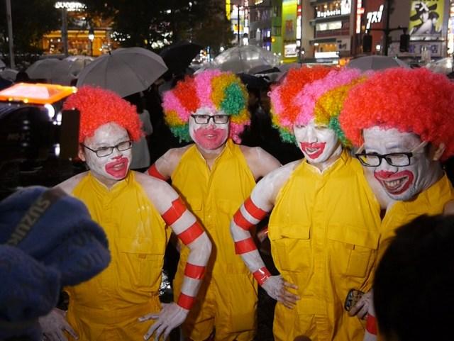 【ハロウィン渋谷】雨が降ったくらいで仮装しないヤツはバカ! 今日こそ仮装して出かけるべきたった1つの理由